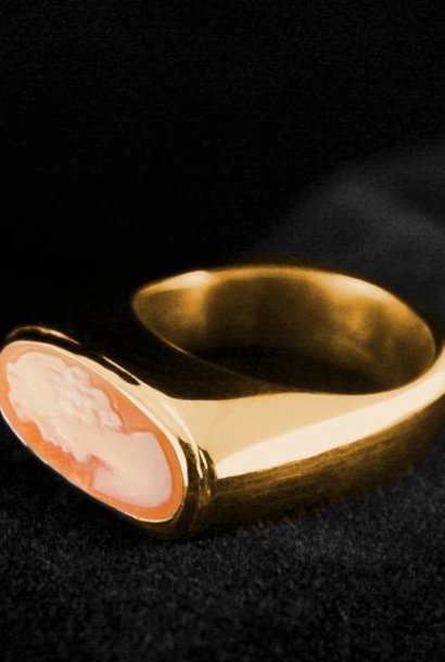 (As)ring GEM, goud met  Camee
