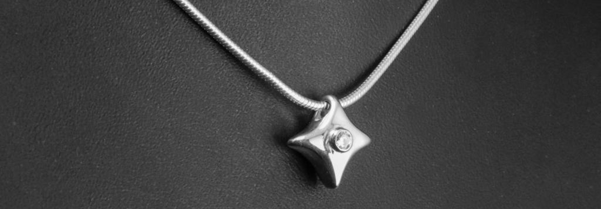 (As)hanger TWINKEL - klein, zilver met  lab grown diamant