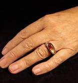 MARGRIET JEWELS Gouden asring  GEM - Carneool streep