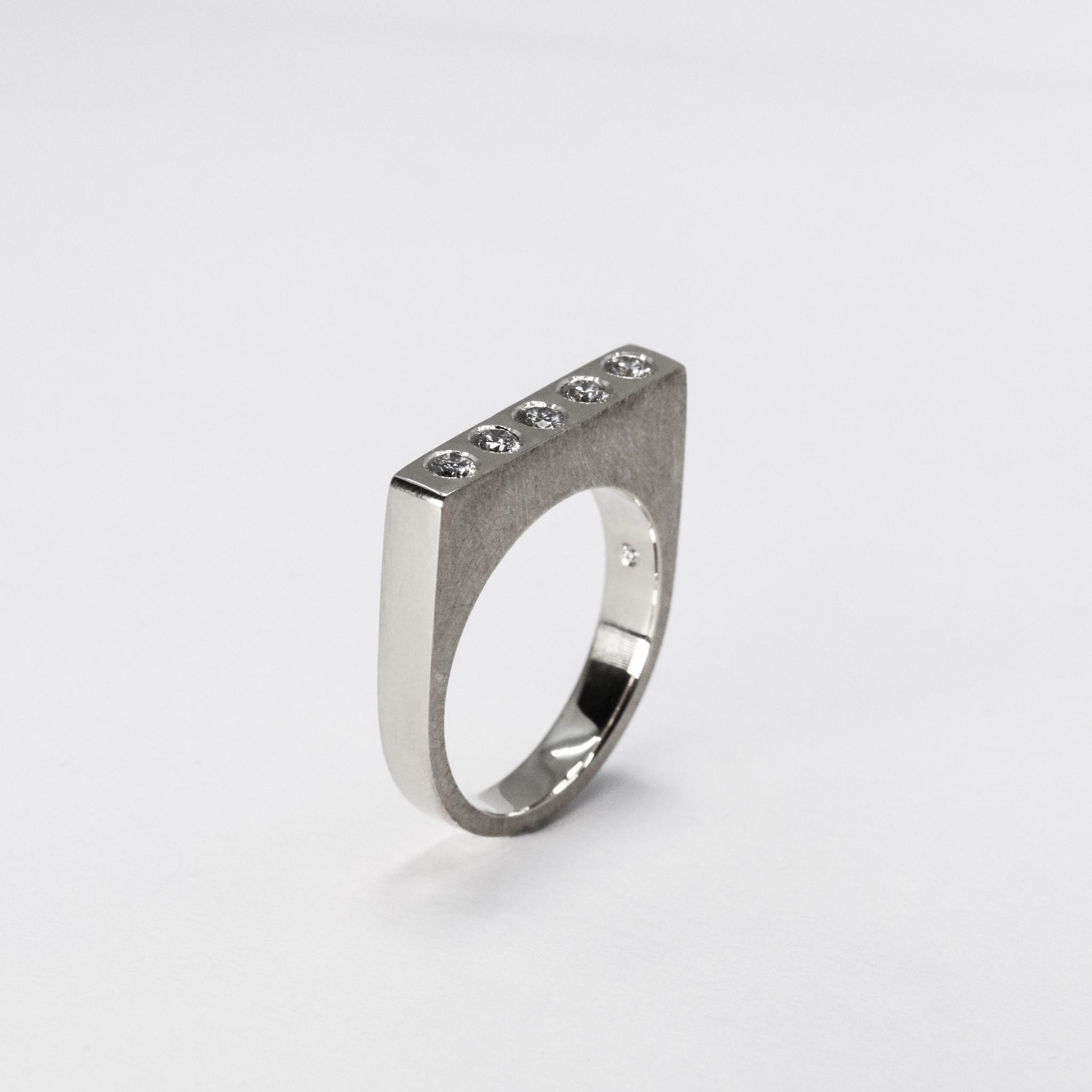 Ring SOBER, platina-4