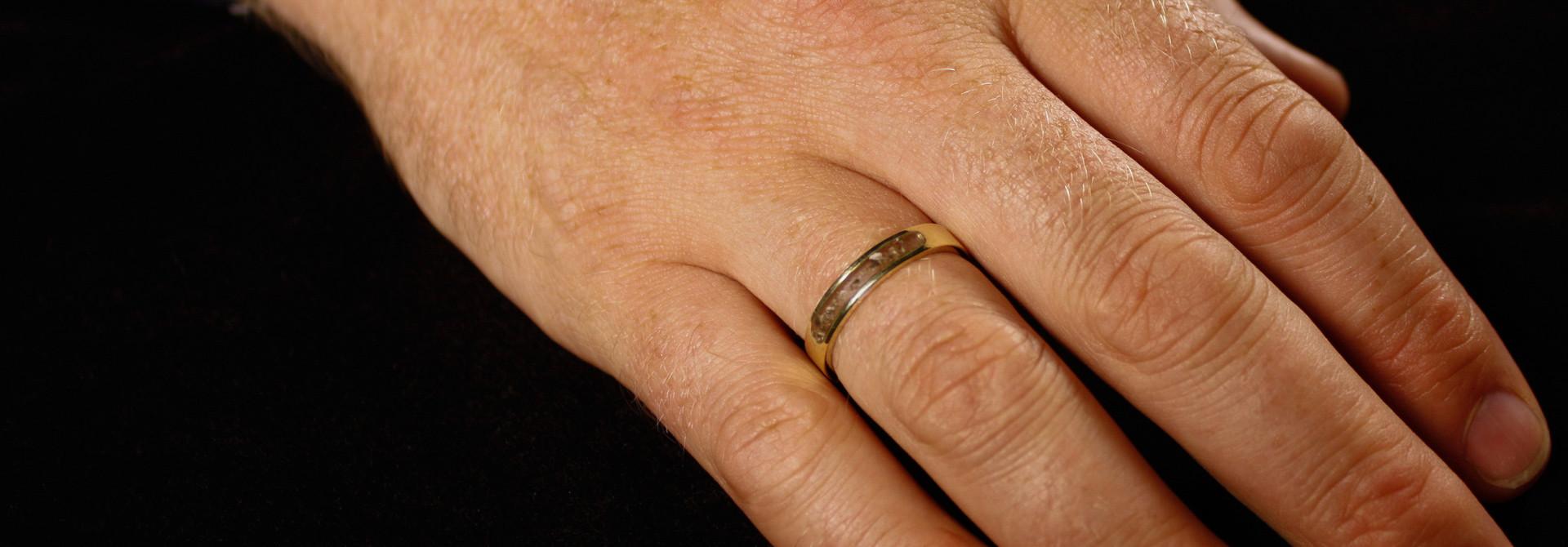 (As)ring DIERBAAR, goud