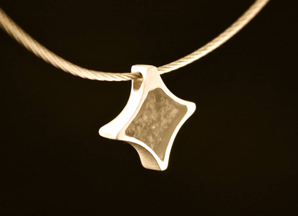 MARGRIET JEWELS Gouden ashanger TWINKEL - Smaragd