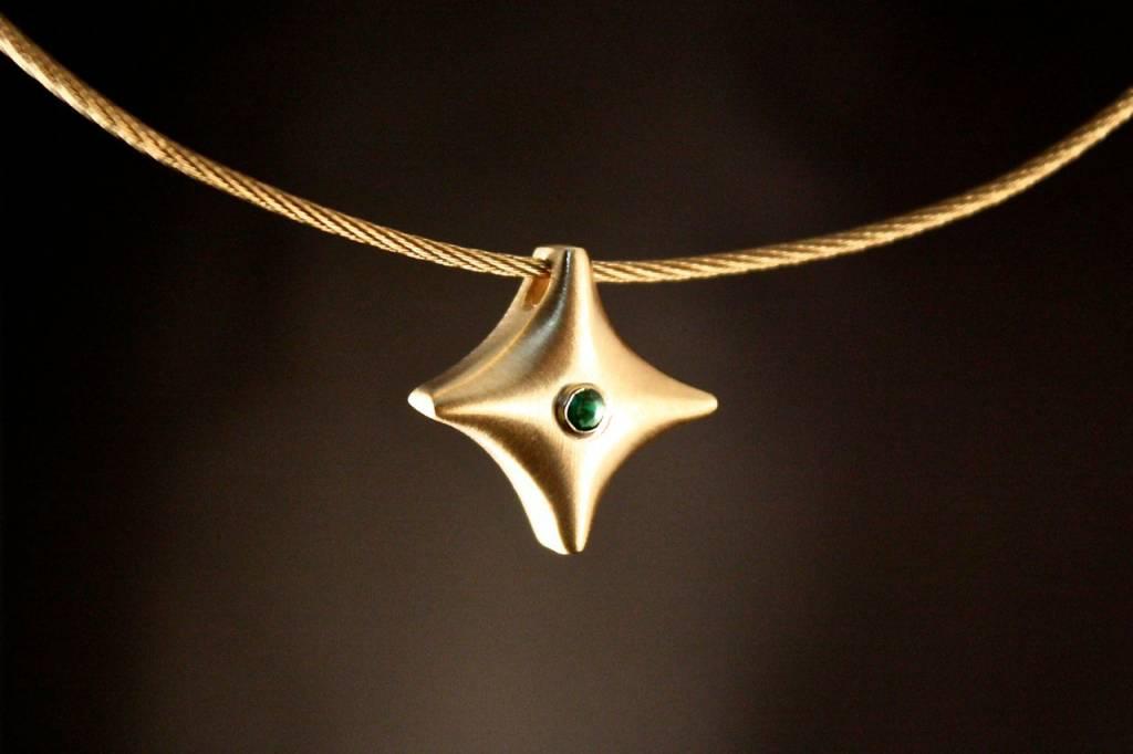 (As)hanger TWINKEL, goud met Smaragd-1