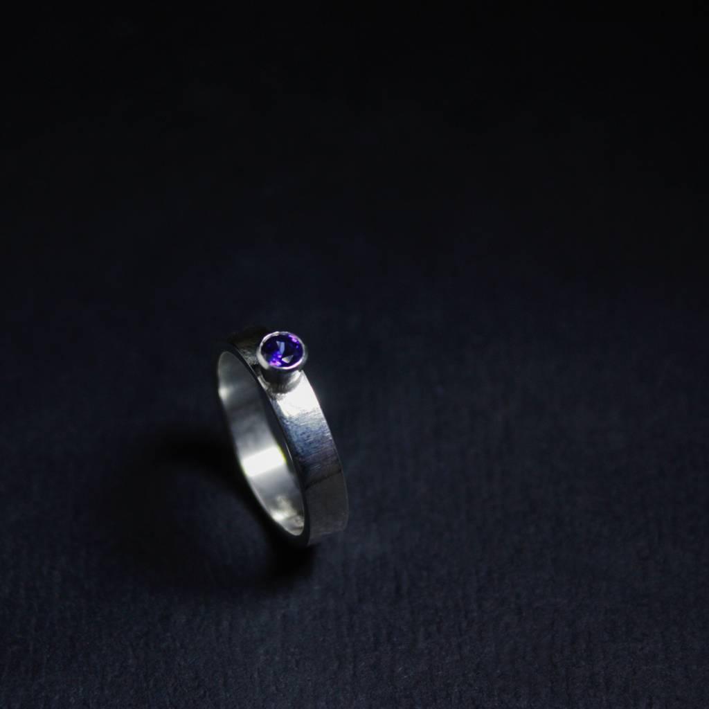 Ring WARE LIEFDE, zilver met Saffier-1