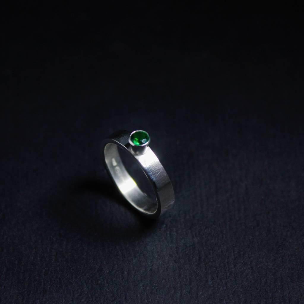 Ring WARE LIEFDE, zilver met smaragd-1