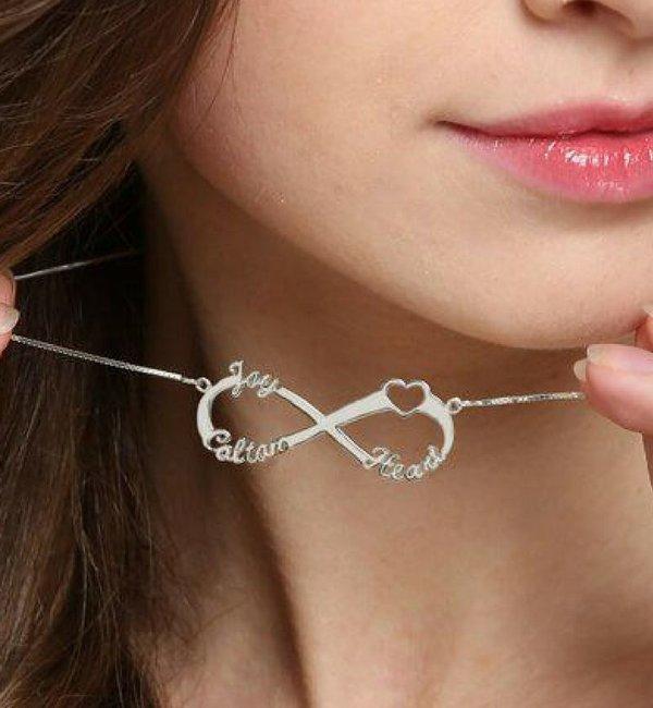 Gepersonaliseerde sieraden Infinity necklace 'Love my 3 kids'