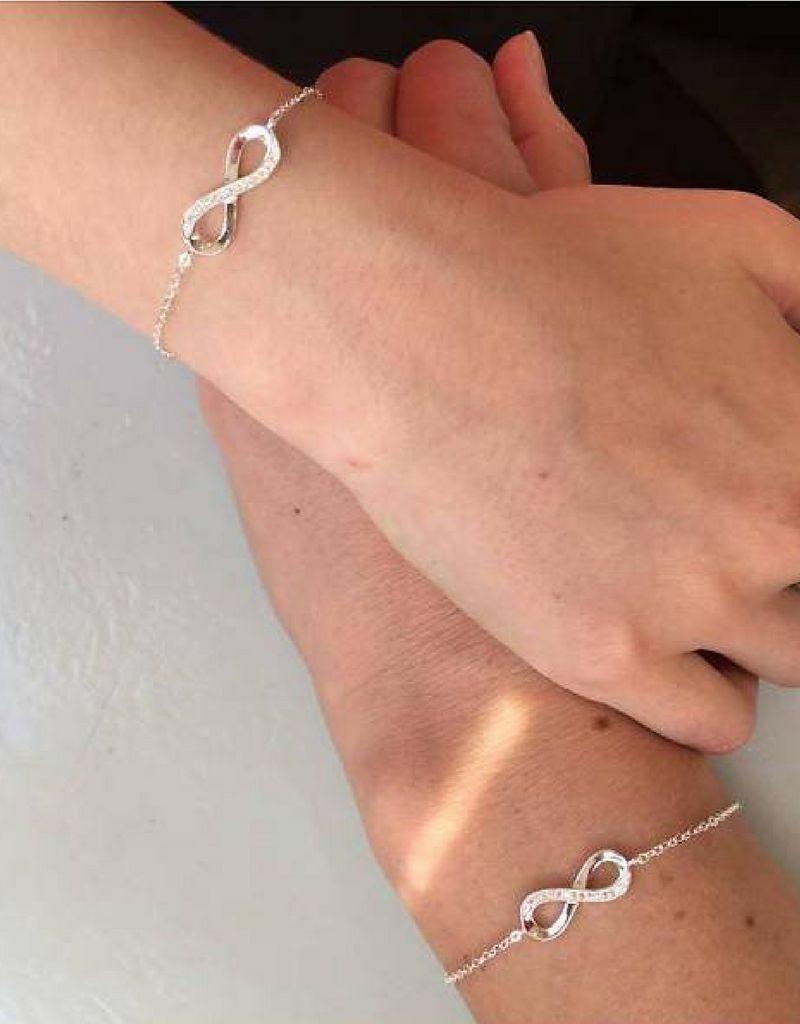Zilveren armband 'Infinity Crystal' met voorletters