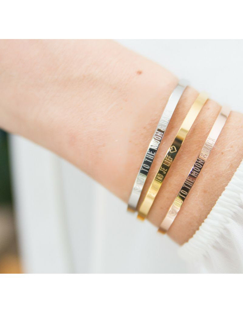 KAYA sieraden Bangle met tekst 'I ♡ you to the moon & back'