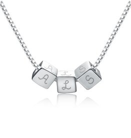 handgravure Personalized silver necklace 'dice'