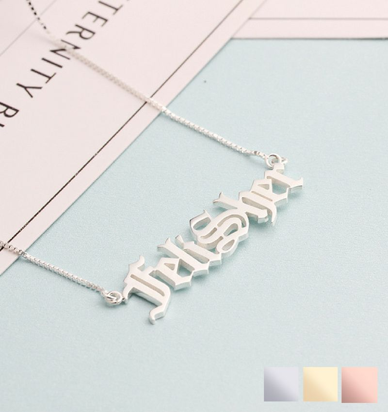 juwelierL Zilveren naamketting 'stoer lettertype'