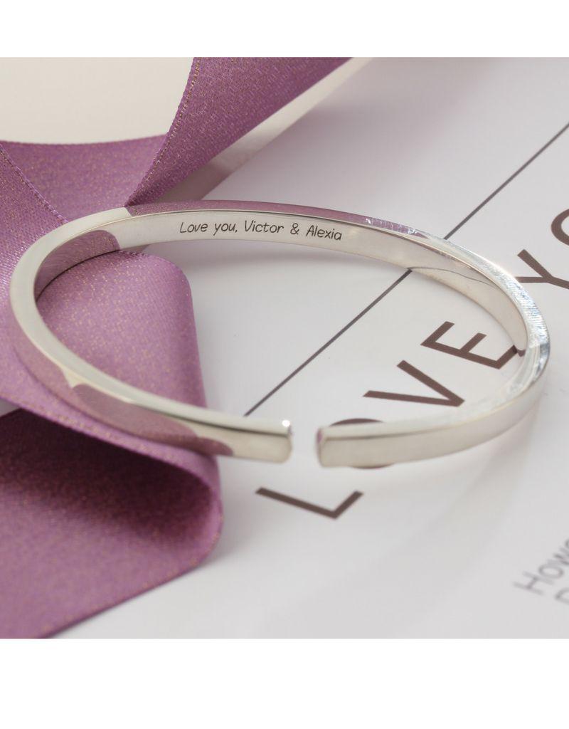 gravure L Zilveren bangle 'Cuff' met gravure