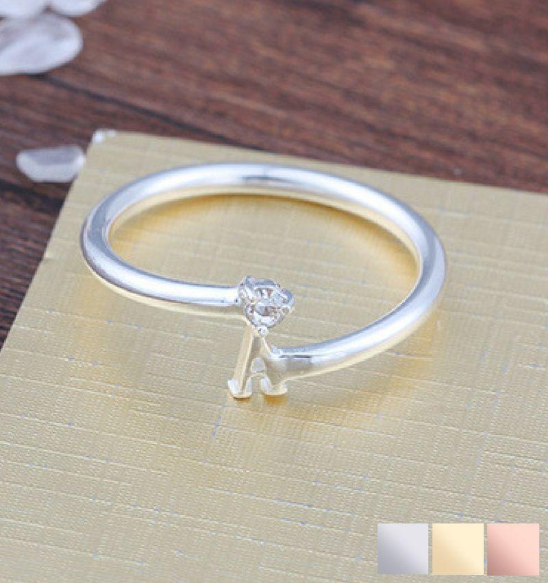 Gepersonaliseerde sieraden Gepersonaliseerde ring 'Initial' met letter en geboortesteen