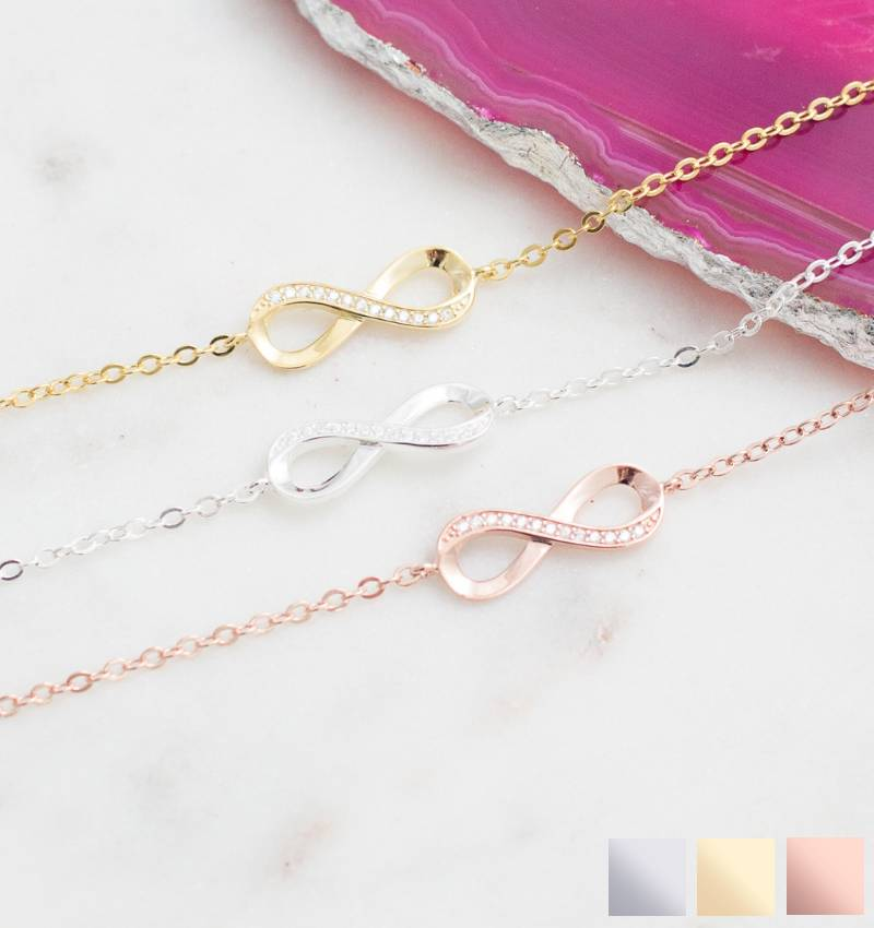 KAYA Cadeaudoosje 'I love you to the moon and back' met armband 'Infinity Crystal'