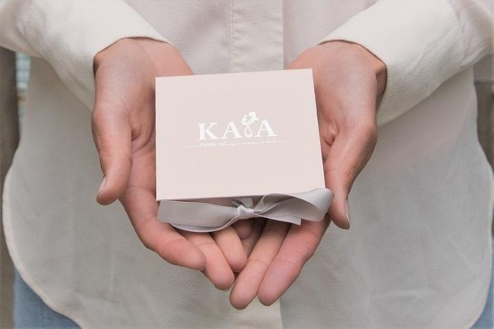 KAYA sieraden 3 Letter Ketting 'Schuinhangend'