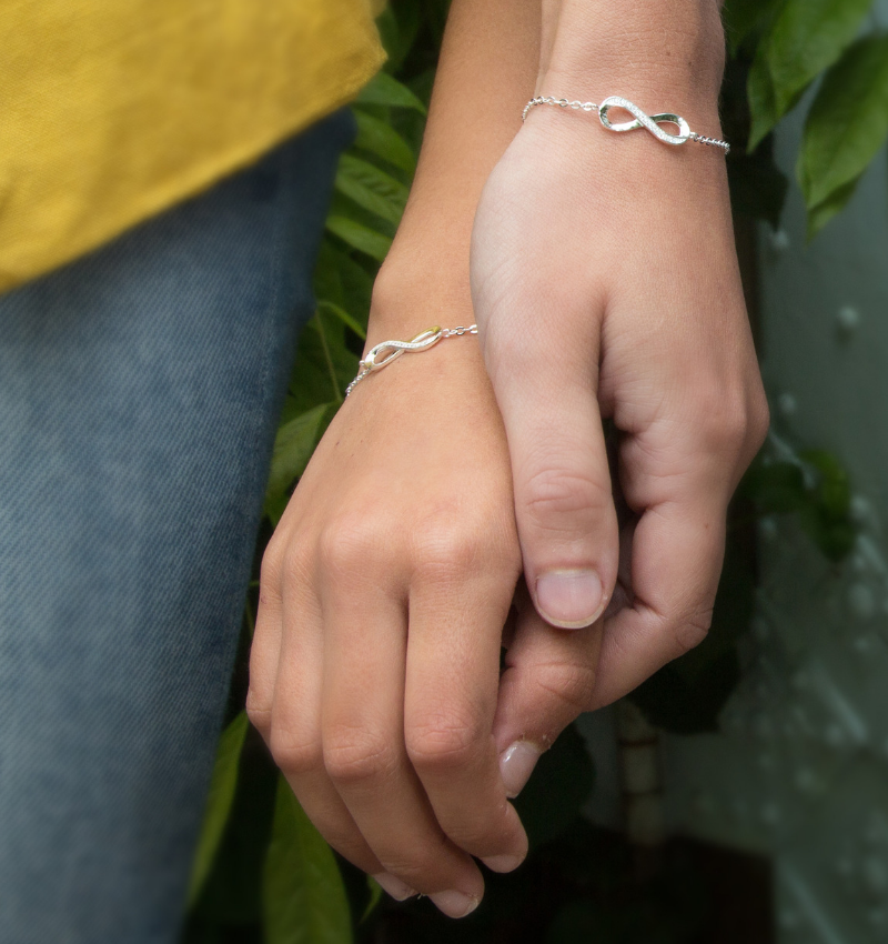 KAYA Cadeaudoosje 'De band tussen zusjes is voor altijd' met armband Infinity Crystal