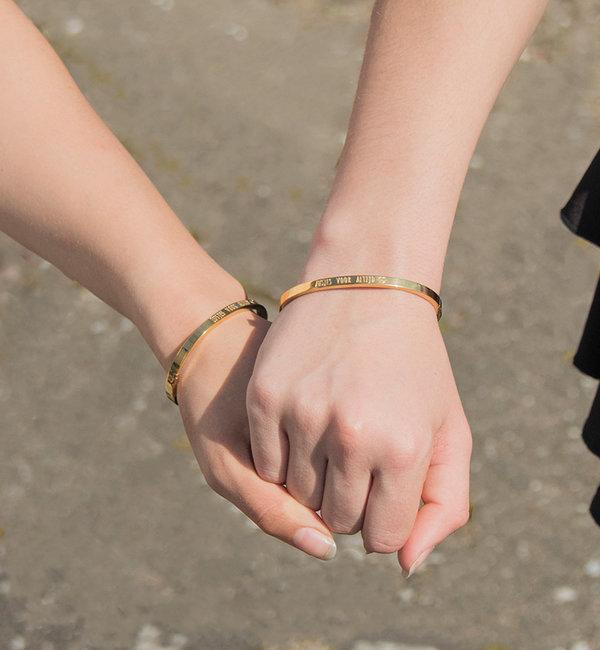 KAYA sieraden Bangle met tekst 'Zusjes voor altijd ♡'