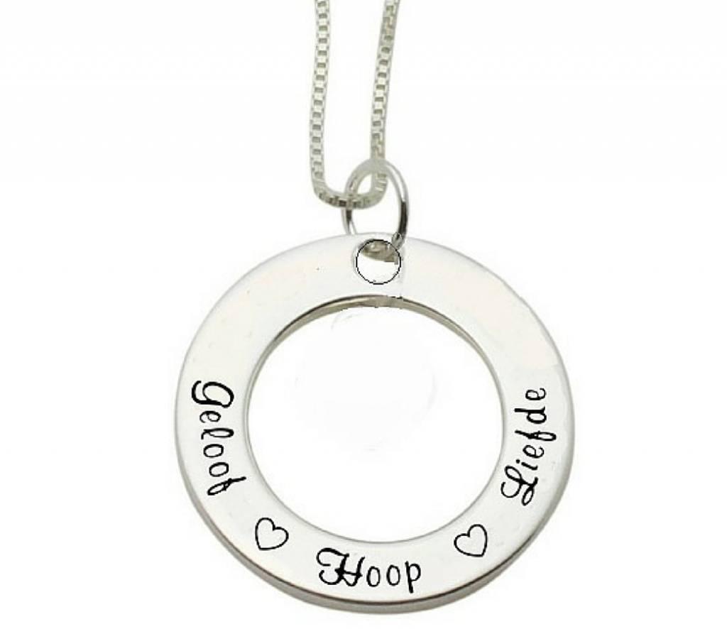 KAYA Zilveren communie ketting 'Geloof ♡ Hoop ♡ Liefde'