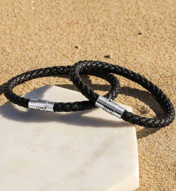 KAYA sieraden Zwarte Leren Vader en Zoon Armbanden met Initialen