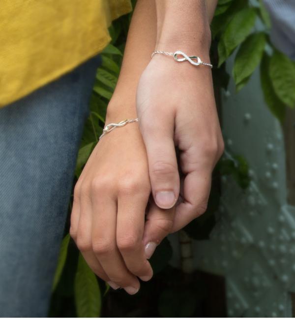 KAYA sieraden Armband met Wenskaart Zusjes naar Keuze
