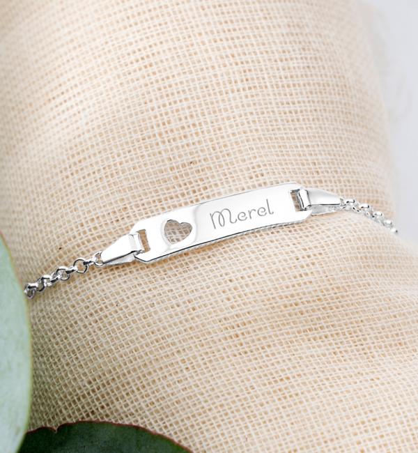 KAYA sieraden Gepersonaliseerde Armband 'Classic Bar' met Hartje