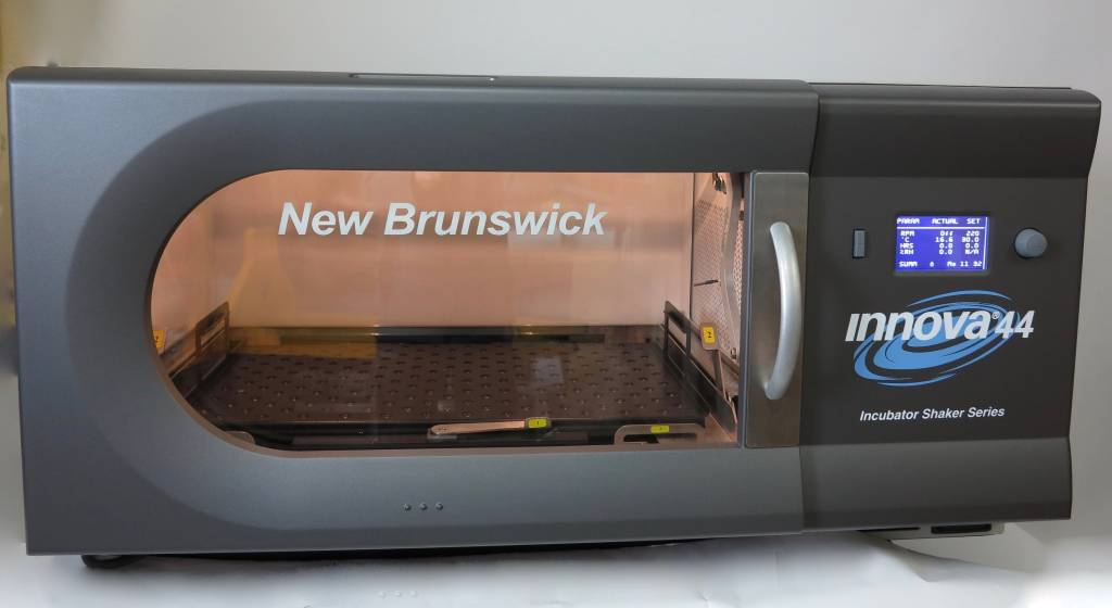 New Brunswick Scientific New Brunswick Scientific Innova 44R Schüttelinkubator 1'' (gekühlt)