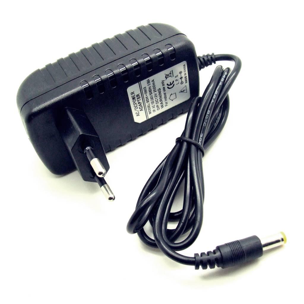Netzteil Ladegerät Trafo Netzadapter 12V 2500mA AC DC Adapter 5,5mmx2,5mm NEU