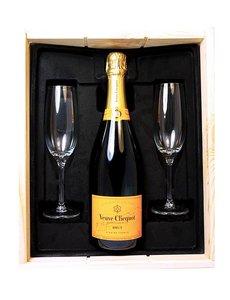 Veuve Clicquot Ponsardin Brut in Geschenkkist + 2 flutes