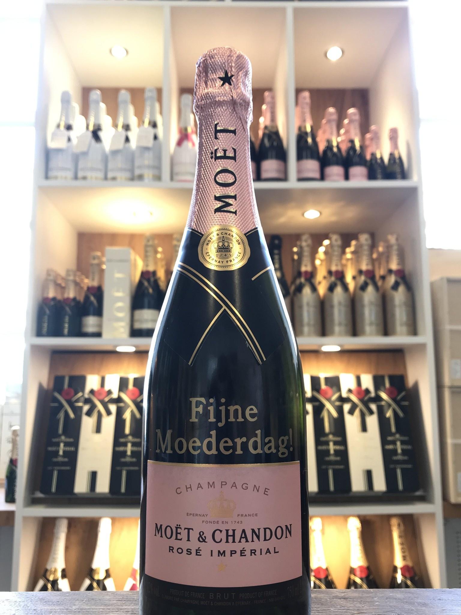 Moederdag geschenken; Een fles champagne bedrukt met jouw persoonlijke tekst