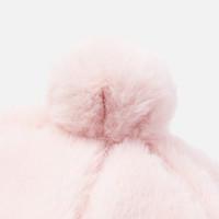 Der Hut des schönen rosa Mädchens