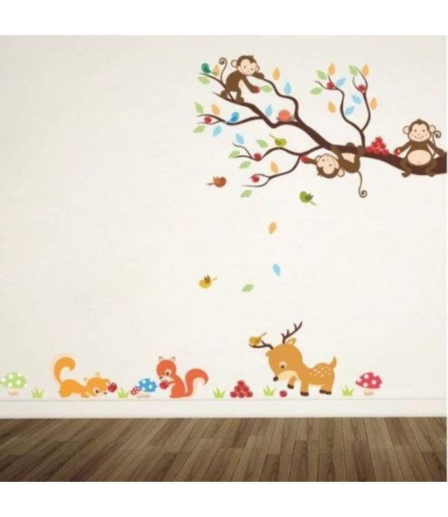 Muursticker tak met aapjes en allerlei diertjes