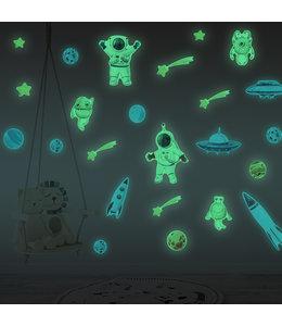Muursticker glow in the dark ruimte met planeten astronauten en raket