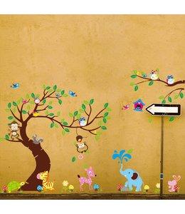 Muursticker boom en tak aapjes, uiltjes en andere diertjes