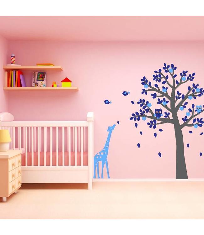 Muursticker grijze boom met uiltjes en giraffe blauw