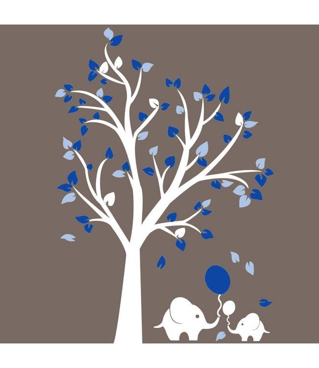 Muursticker witte boom met blauwe blaadjes en olifantjes
