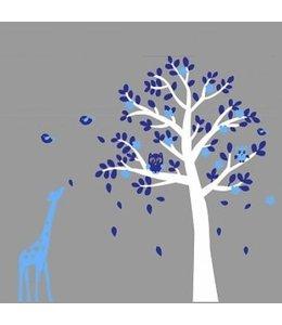 Muursticker witte boom met uiltjes en giraffe blauw