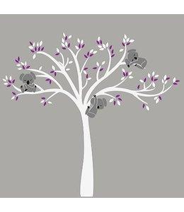 Muursticker witte boom met drie slapende koala beertjes paars