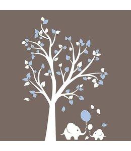 Muursticker witte boom met licht blauwe blaadjes en olifantjes