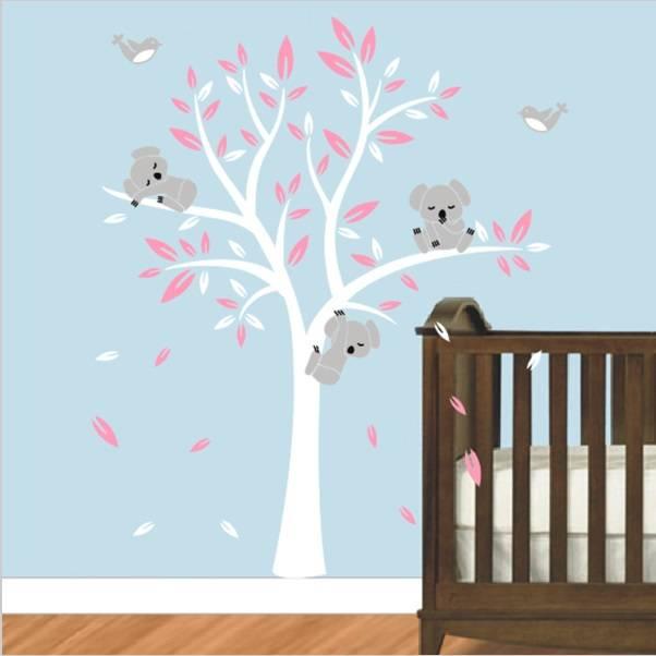 Muurstickers Babykamer Beertjes.Muursticker Boom Met Drie Slapende Koala Beertjes Wit Roze