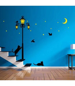 Muursticker glow in the dark straatlantaarn met vogels en poesjes