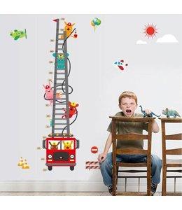 Muursticker groeimeter brandweerauto met diertjes