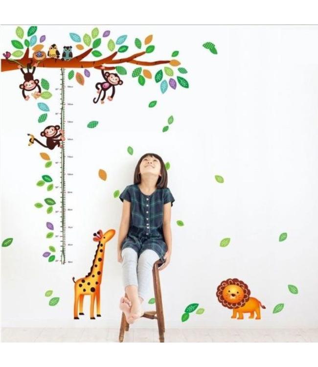 Muursticker groeimeter tak met aapjes, giraffe en leeuw