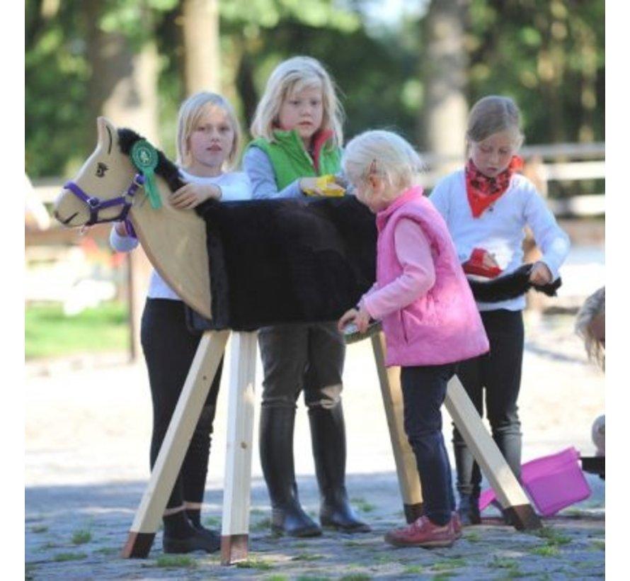 Houten paard Woolly met zwarte vacht