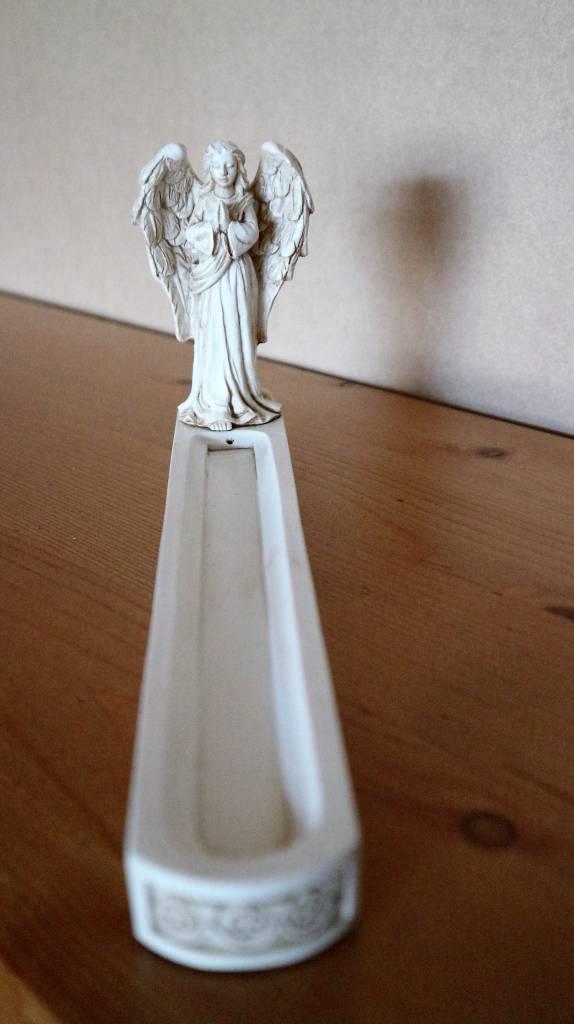 Wierookhouder met staande engel