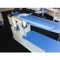 Strijkarm voor industriële strijktafels
