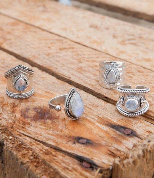 Vier Maansteen Ringen - Set