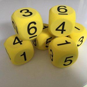 Dobbelsteen met cijfers 1 tm 6