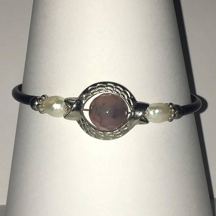 Mandisakura Armband met magneetsluiting - zilverkleurig  met licht paarse kraal
