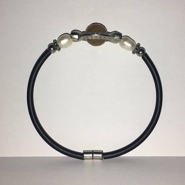 Mandisakura Armband met magneetsluiting - zilverkleurig  met oker kraal