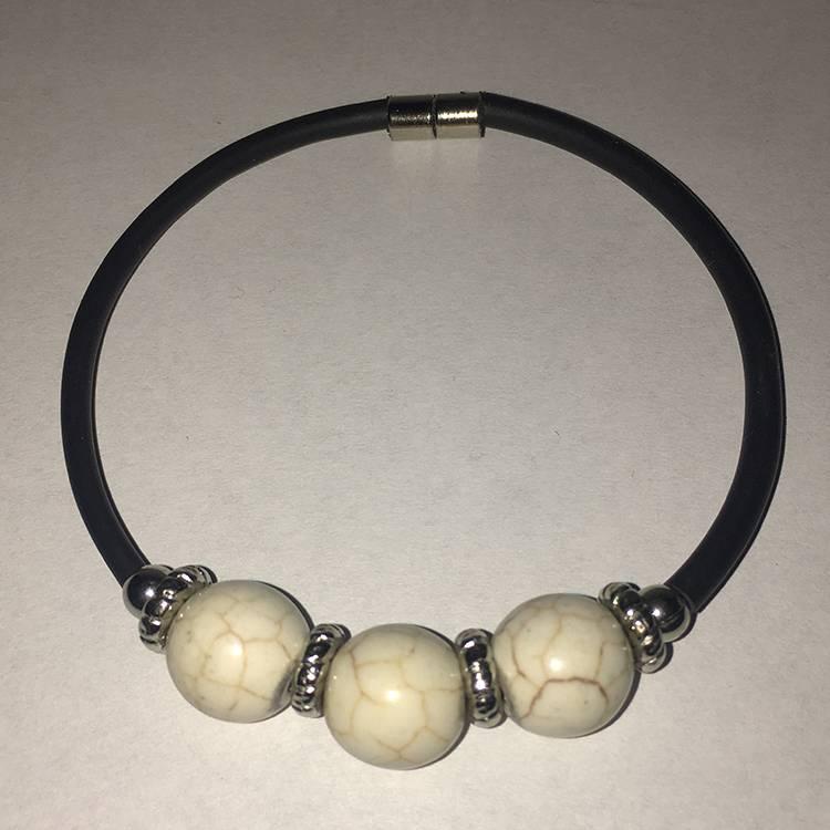Mandisakura Armband met magneetsluiting -  met crème gemêleerde kraal