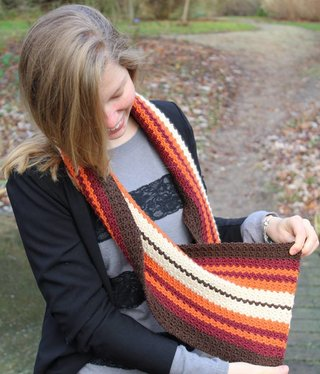 Amilishly Designs Haakpakket Dwarse sjaal Swirly Seventies UNISEX